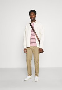 TOM TAILOR - STRIPED - T-shirt con stampa - powerful red - 1