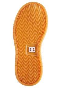 DC Shoes - STRIKER - Zapatillas skate - white gum - 3