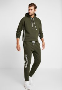 Champion - CUFF PANTS - Joggebukse - dark green - 1