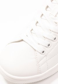 ONLY SHOES - ONLSHILO - Zapatillas - white/gold - 2