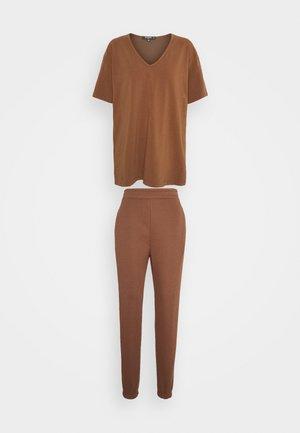 COORD V NECK SHIRT JOGGER SET - T-shirt basique - toffee