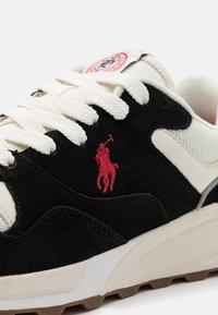 Polo Ralph Lauren - TRCKSTR PONY UNISEX - Sneakers laag - black/creme/red - 5