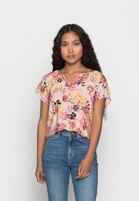 Vero Moda Petite - VMGIGI TOP PETITE - Print T-shirt - sepia rose - 0