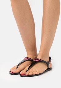 F_WD - Sandály s odděleným palcem - black - 0