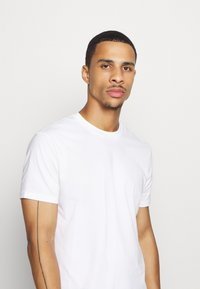 Champion - LEGACY CREW NECK 2 PACK - T-shirt basic - white/navy - 4