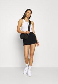 Gina Tricot - ABBIE - Shorts - black - 1