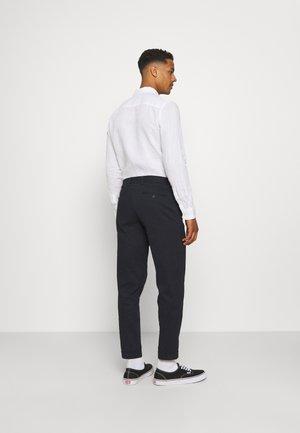 JJIBILL JJBRAD CROPPED - Pantalon classique - navy blazer