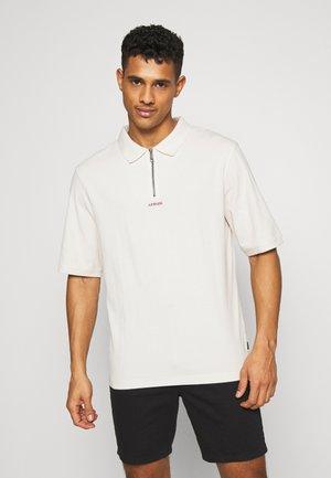 DEAD AHEAD TEE - Polo shirt - moonbeam