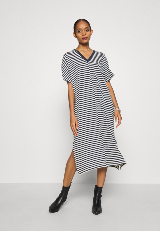 DROP DRESS - Strikket kjole - navy