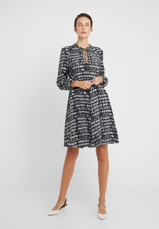 DIONISO - Vestido informal - black pattern