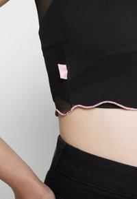 NEW girl ORDER - HELLO TEE TRIM - T-shirts med print - black/pink - 4