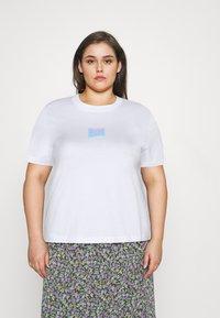 Calvin Klein Jeans Plus - SHINE BADGE TEE - Basic T-shirt - bright white - 0