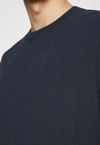 GAP - OVERSZED - Basic T-shirt - navy - 4