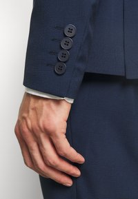 Isaac Dewhirst - CHECK SUIT DOUBLE BREASTED - Garnitur - dark blue - 5