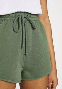 Topshop - 90S RUNNER - Shorts - khaki - 4