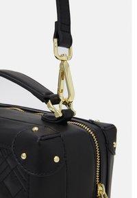 Love Moschino - TOP HANDLE CROSS BODY LUNCH BOX - Across body bag - nero - 5