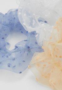 Pieces - PCJALICE SCRUNCHIE 3 PACK - Haaraccessoire - kentucky blue/tan - 1