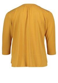 Betty & Co - MIT 3/4 ARM - T-shirt à manches longues - golden glow - 4