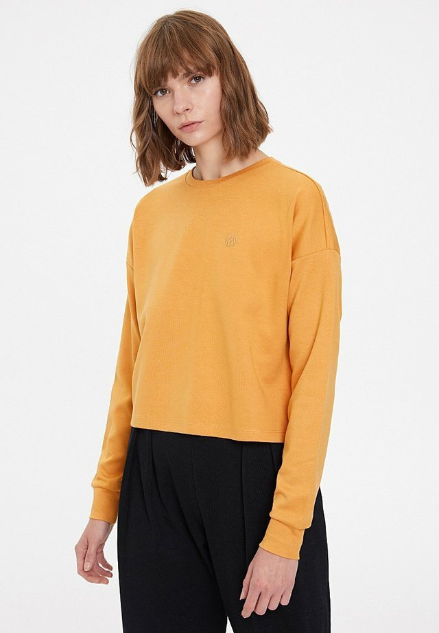 Sweater - pale gold