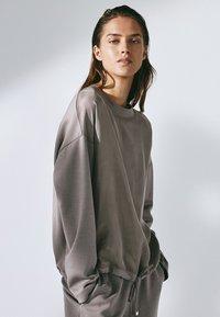 Massimo Dutti - MIT ANPASSBAREM SAUM - Sweatshirt - grey - 3