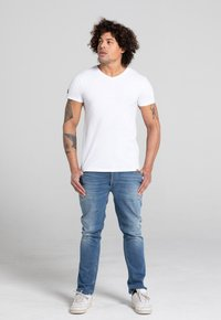 Liger - LIMITED TO 360 PIECES - Basic T-shirt - white - 1