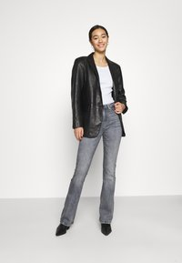 ONLY - ONLPAOLA LIFE FLARE - Flared Jeans - medium grey denim - 1