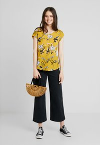 ONLY - ONLVIC - Blouse - chai tea/yellow - 1