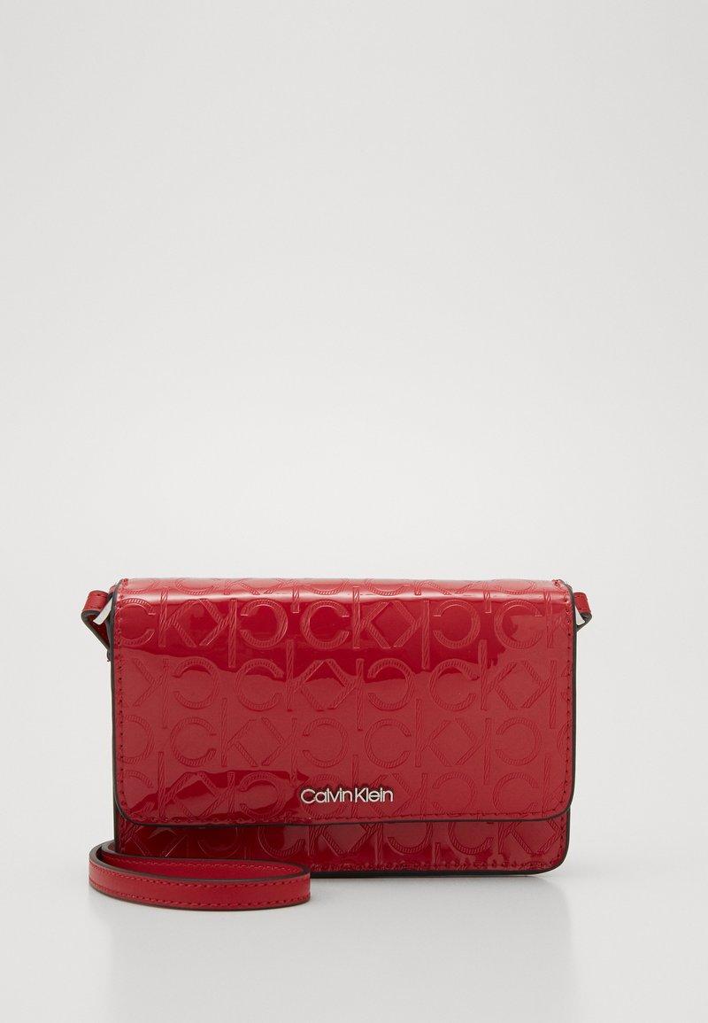 Calvin Klein - MUST CROSSBODY - Wallet - red