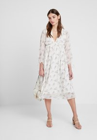 NA-KD - KAE SUTHERLAND FLORAL DEEP V NECK DRESS - Day dress - multi - 2