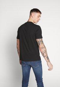 Calvin Klein - STRIPE LOGO - Print T-shirt - black - 2