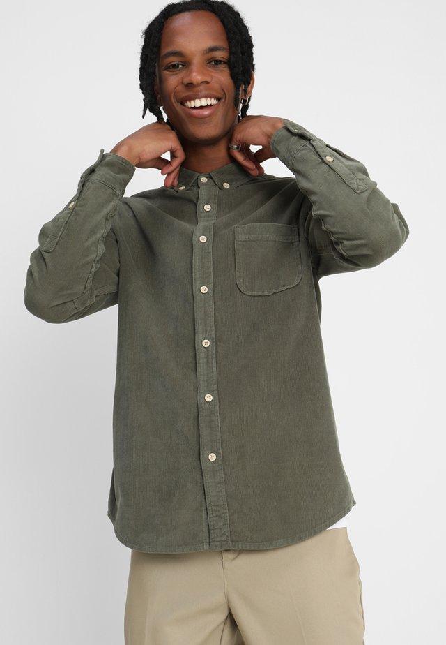 CORDUROY - Skjorte - olive