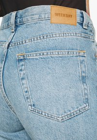 Weekday - AVERY - Džíny Relaxed Fit - washed blue - 3