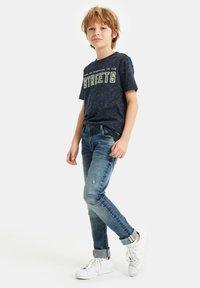 WE Fashion - T-shirt con stampa - navy blue - 0