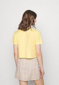 Hollister Co. - FASH CORE - Print T-shirt - yellow - 2