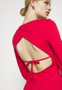 NU-IN - PLUNGE BACK NECK MIDI DRESS - Žerzejové šaty - scarlet red - 5