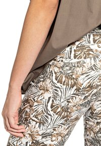Buena Vista - Shorts - tropical brown - 2