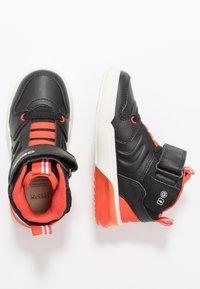 Geox - GRAYJAY BOY - Sneakersy wysokie - black/dark orange - 1