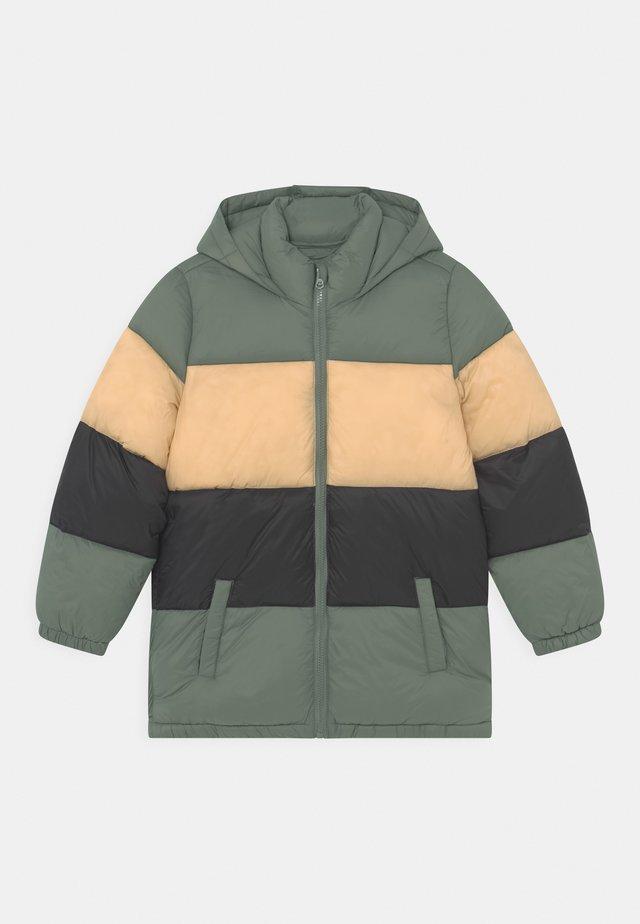 FRANKIE PUFFER  - Zimní kabát - swag green/semolina/black