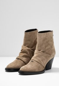Day Time - KAYLA - Classic ankle boots - larice - 4