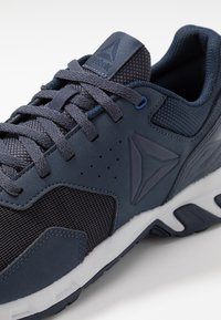 Reebok - RIDGERIDER TRAIL 4.0 - Løpesko for mark - navy/cobalt/grey - 5