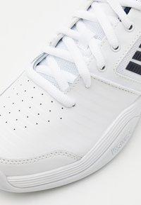 K-SWISS - COURT EXPRESS CARPET - Carpet court tennissko - white/navy - 5