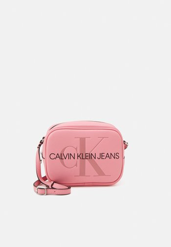 CAMERA BAG - Across body bag - soft berry