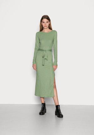 PLISSE MIDE DRESS WITH TIE BELT SIDE SPLIT - Shift dress - green