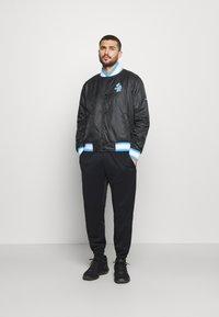 Nike Performance - NBA LOS ANGELES LAKERS CITY EDITION JACKET - Club wear - black/coast - 1
