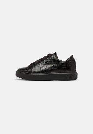 FLORA - Sneakers laag - schwarz aligate