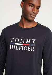 Tommy Hilfiger - LONG SLEEVE TEE - Long sleeved top - black - 3