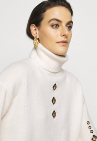 Pinko - GUYANA SWEATER - Sweter - white - 4