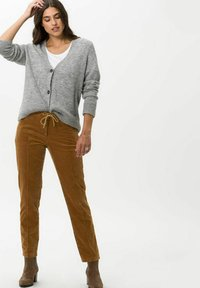 BRAX - STYLE MAREEN - Trousers - faded caramel - 1