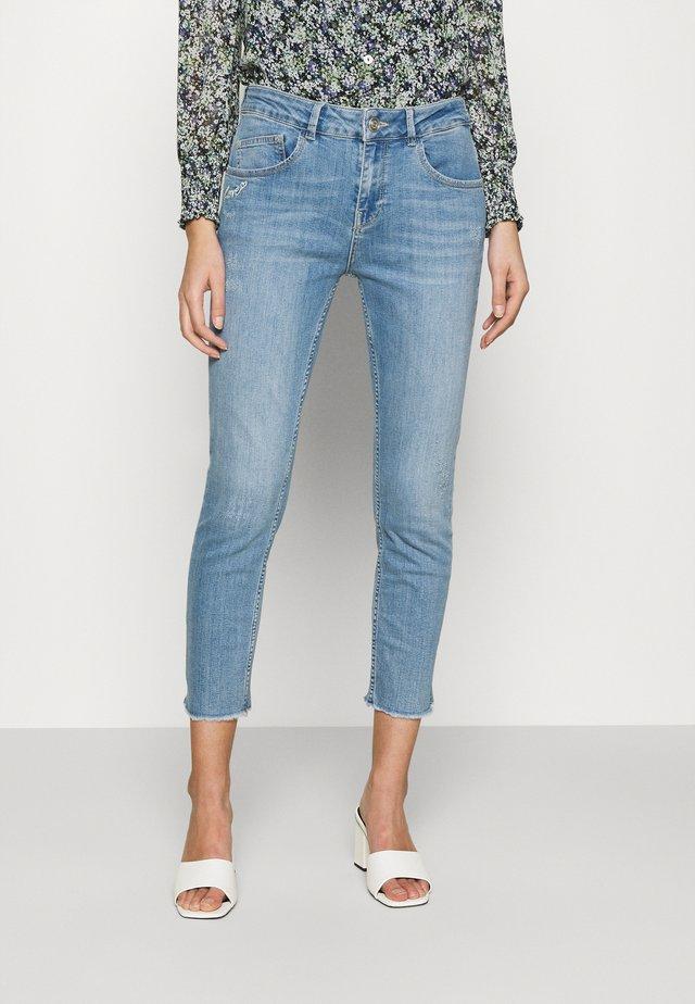 BRADFORD LETTER JEANS - Slim fit jeans - light blue