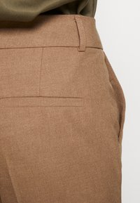 Selected Femme - SLFRIA CROPPED PANT - Pantalon classique - camel/melange - 3